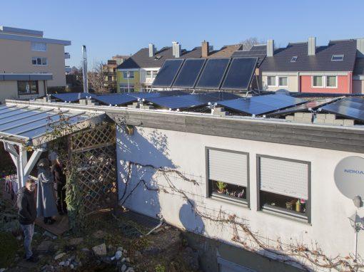 Photovoltaikanlage mit Ost-West-Aufständerung auf Flachdach in Hechingen