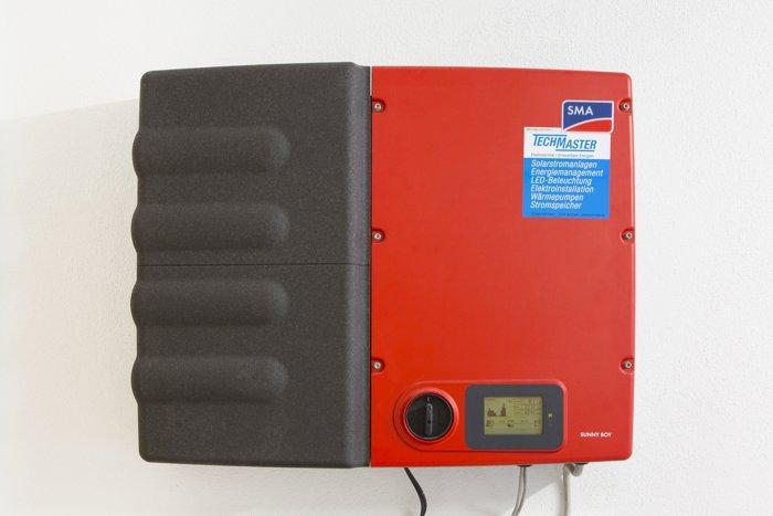 Wechselrichter mit integriertem Stromspeicher von SMA