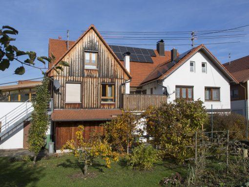 Photovoltaikanlage auf drei Dachflächen und Stromspeicher in Rangendingen