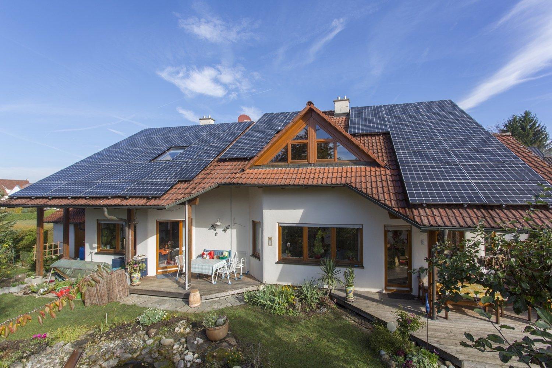Doppelhaus mit Photovoltaikanlagen, Wärmepumpen und Stromspeicher in Bisingen