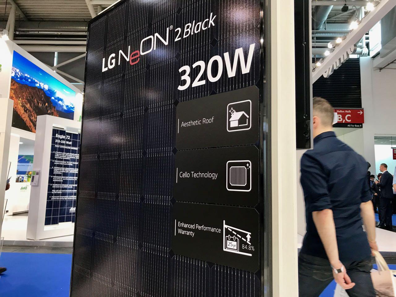 Die LG Neon 2 Black 320 Watt Solarmodule auf der Intersolar 2017