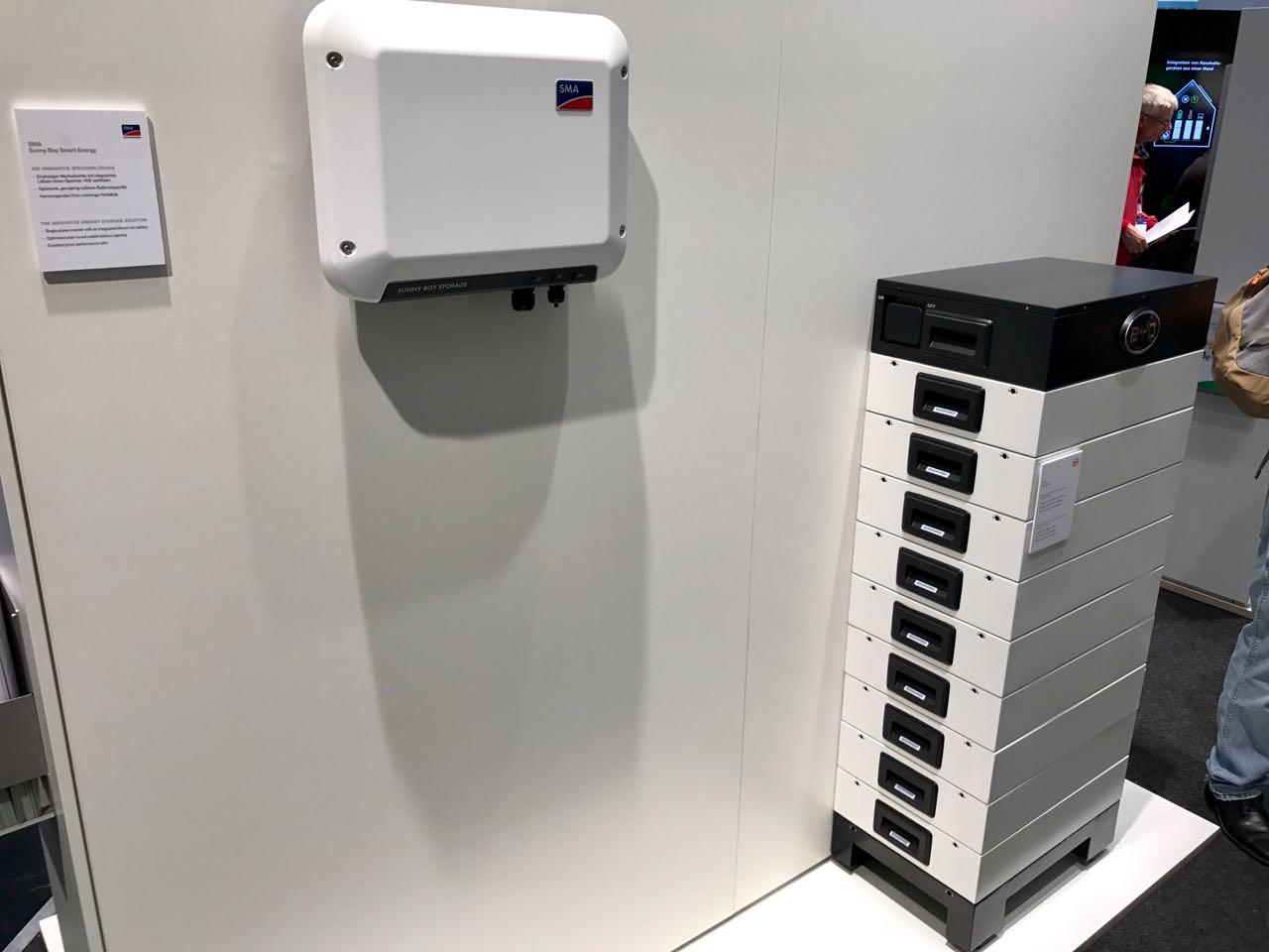 Der BYD Hochvolt-Stromspeicher B-Box HV auf der Intersolar 2017