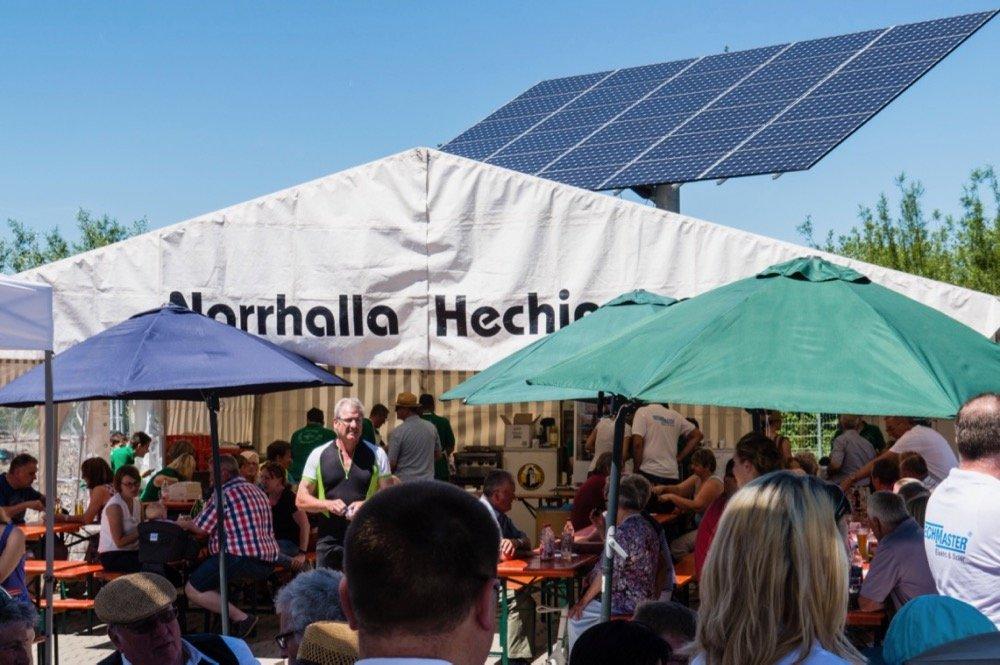 Besucher des TECHMASTER OPEN 2017 in Hechingen informieren sich über Smart Home, Photovoltaik und Stromspeicher.