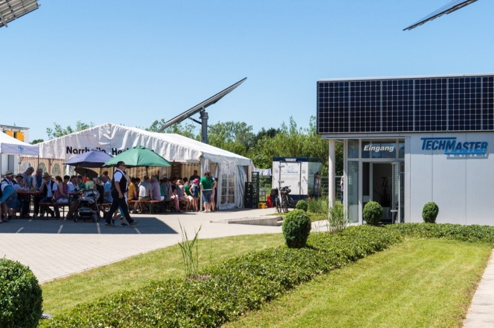 TECHMASTER OPEN 2017: Das Balkongeländer produziert jetzt Strom