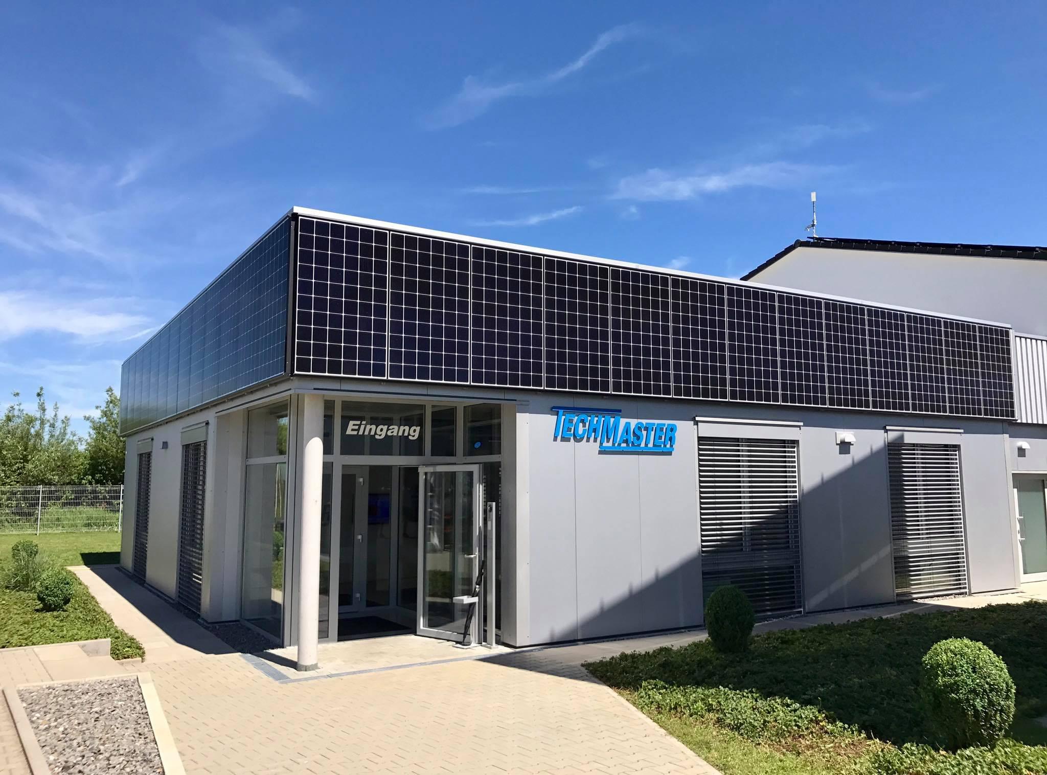TECHMASTER Power Railing - Solar-Balkongeländer mit LG Solar-Modulen in Hechingen