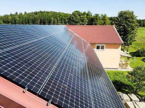 Landwirtschaftlicher Betrieb mit Photovoltaikanlage und Stromspeicher in Bitz