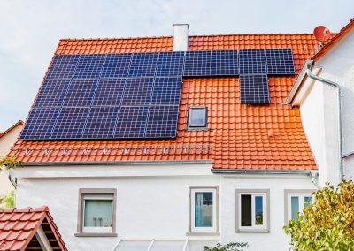 Photovoltaikanlage auf steilem Dach in Gomaringen