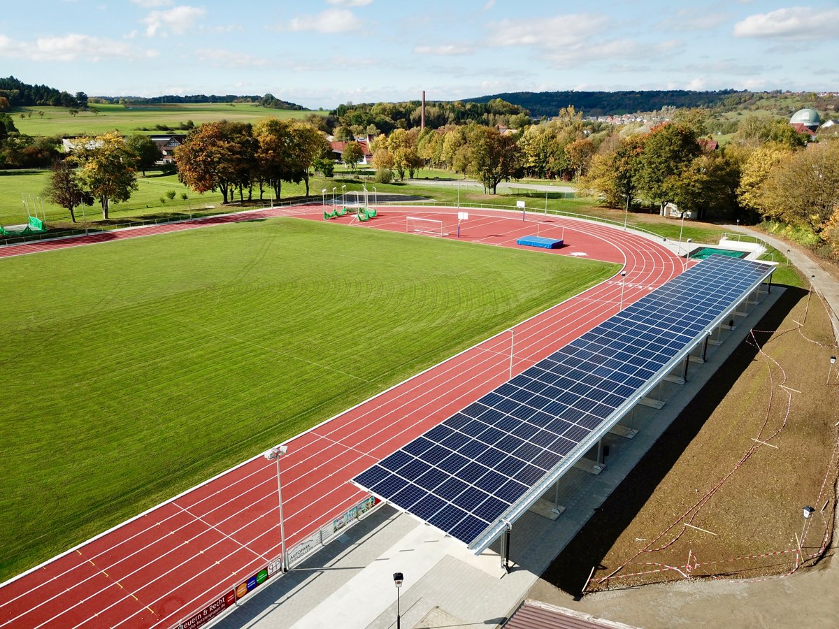 Weiherstadion - Hechingen - Tribühne mit Photovoltaikanlage