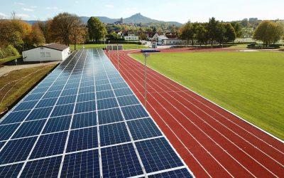 Weiherstadion in Hechingen: TECHMASTER sponsert Tribünendach mit Photovoltaikanlage