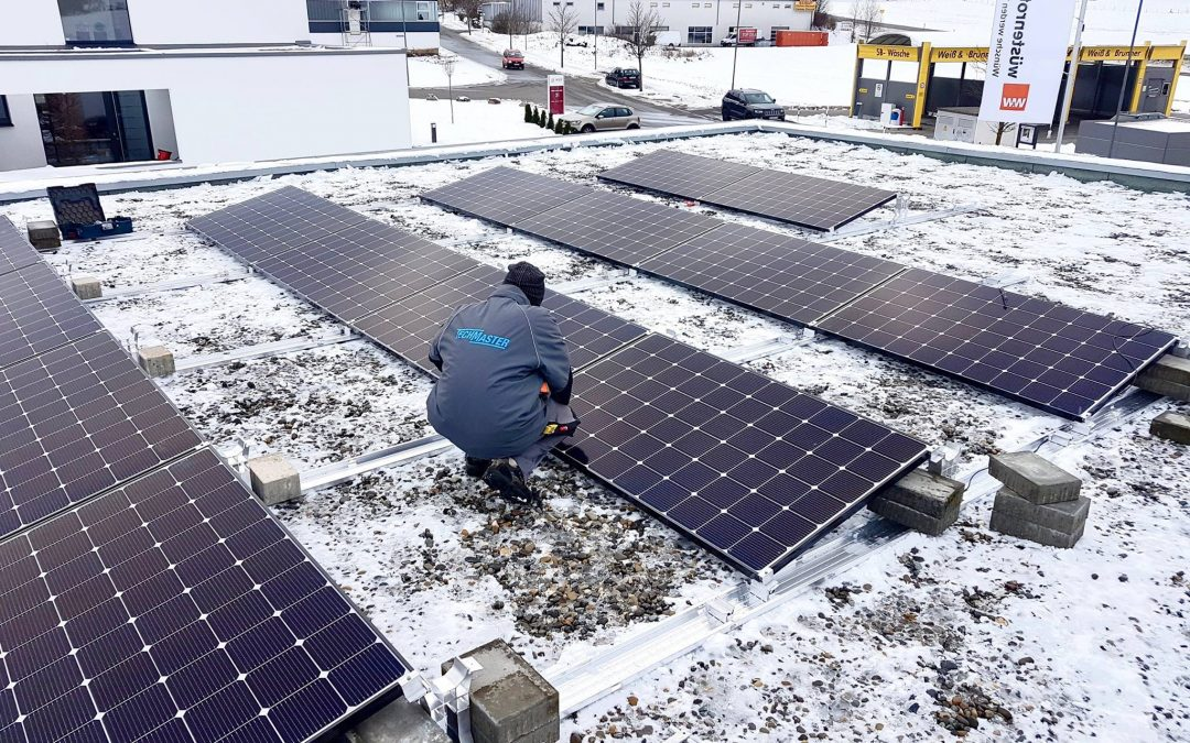 Photovoltaikanlage auf Flachdach in Sonnenbühl