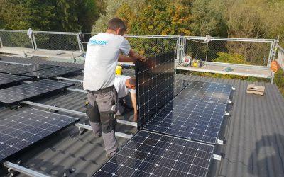 Montage von Photovoltaikanlagen: Metalldachplatten / Alu-Tiles unter Dachhaken?