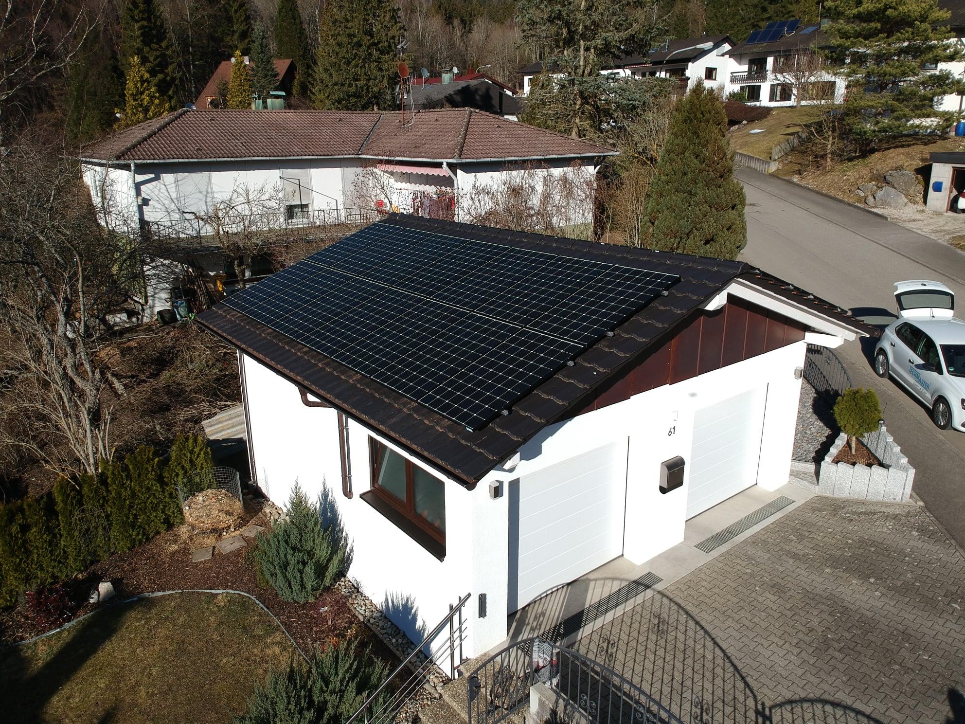 Photovoltaikanlage auf Einfamilienhaus in Laufen